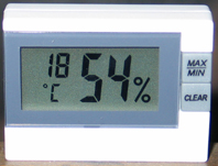 Abb.1: Kleines Thermohygrometer (Foto: M. Pracher)