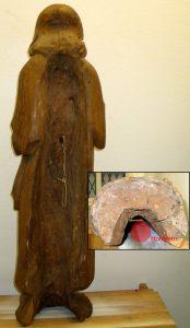 Abb.: Gehöhlte Skulptur: Der Holzkern wurde im Bereich des Rückens entfernt; beide Skulpturen stammen aus dem 16. Jahrhundert